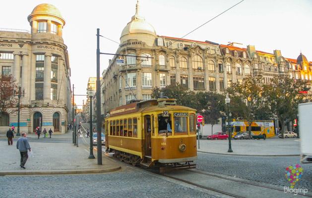 Antiguo tranvía en oporto Portugal