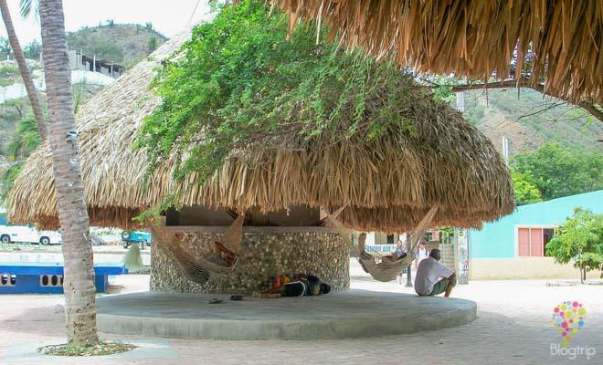 Cabañas y restaurantes en Taganga