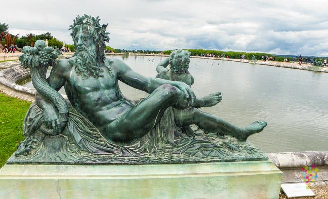 """Escultura y fuente """"parterre de agua"""" en Versalles"""