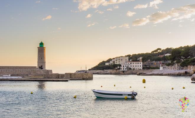 Faro y puerto de Cassis sur de Francia