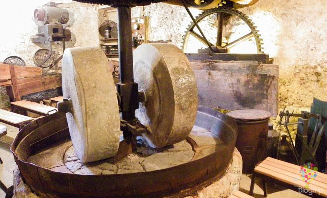 Molino antiguo para producir aceite de lavanda
