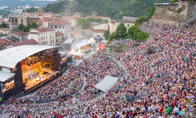 Viajar con música jazz en Vienne Francia