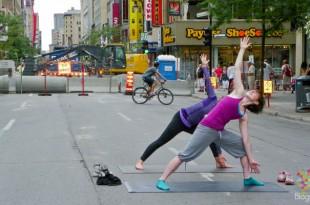 Yoga en el centro de la ciudad de Montreal Canadá