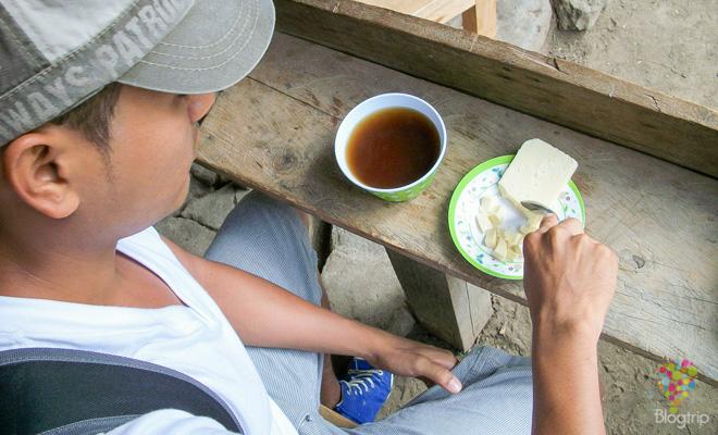 Aguapanela con queso en Salento Colombia