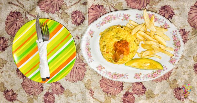 Arroz con pollo y papas fritas, plato colombiano