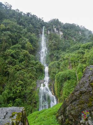 Cascada natural en las termales de Santa Rosa de Cabal