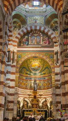 Interior de la basílica de Marsella