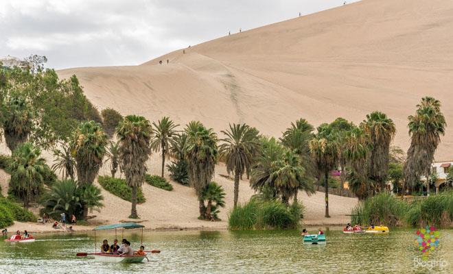 Laguna y oasis de Huacachina en Perú