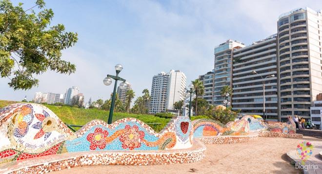 Mosaicos con frases y poemas de amor, parque del amor Lima
