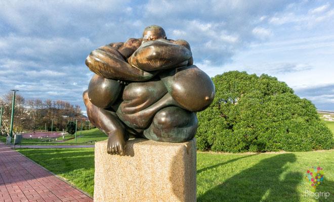 Obra de Caronte, parque escultórico Torre de Hércules