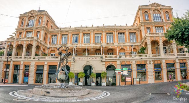 Palacio de congresos en Grasse sur de Francia