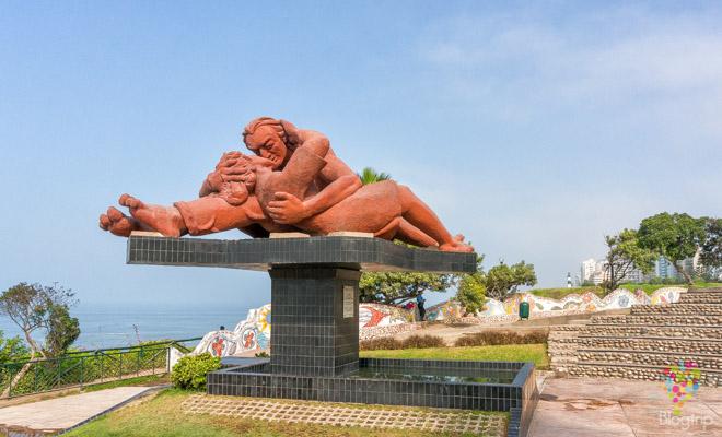 """Parque y monumento al amor: """"el beso"""" malecón Cisneros Lima"""