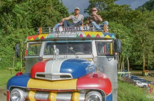 Paseo en chiva por Colombia