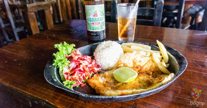 Pirarucú en bandeja, comida colombiana en Leticia Amazonas