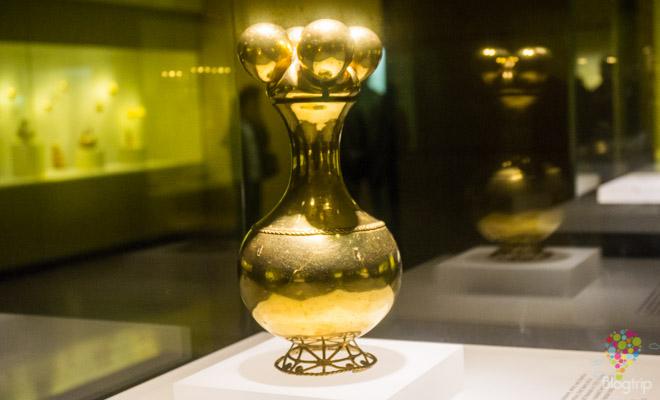 Poporo Quimbaya dorado museo del oro de Bogotá