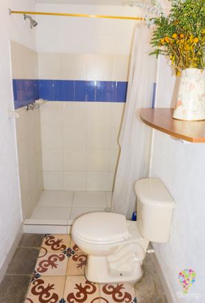 Sala de baño hotel Casa Galería Bogotá