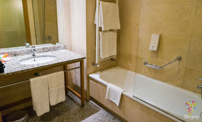 Sala de baño hotel Hesperia A Coruña España