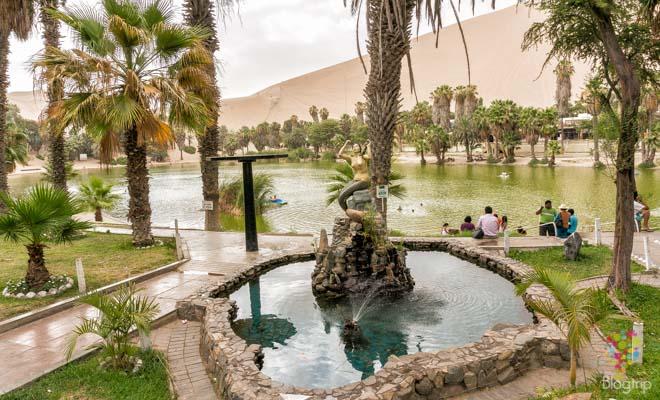 Sirena en el oasis de Huacachina, viajar por Perú