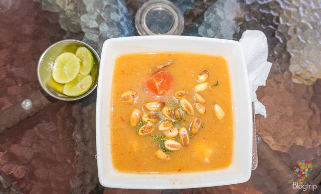 Sopa de mariscos de la cocina en Lima Perú