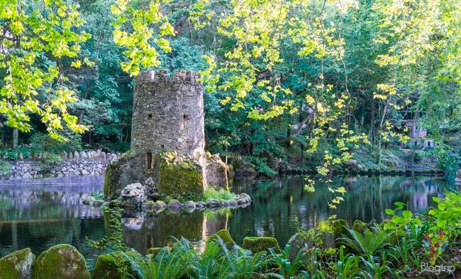 Valle de los lagos, jardín del parque da pena en Sintra