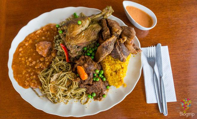 Varios platos típicos del Perú: peruanito