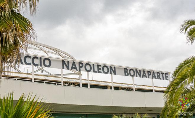Aeropuerto Napoleón Bonaparte en Ajaccio Córcega