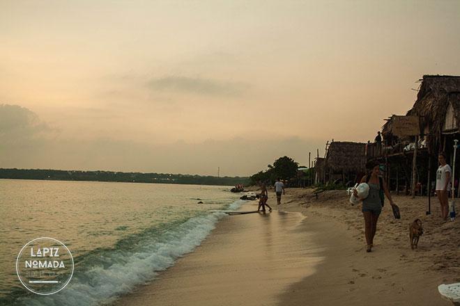 Atardecer en playa blanca Barú Colombia