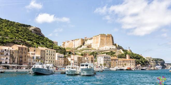 Ciudad y fortaleza de Bonifacio Córcega, puerto y marina