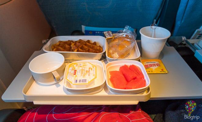 Desayuno, comida servida en el vuelo con Air China