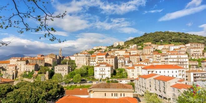 Imagen panorámica de Sartene en Córcega del sur