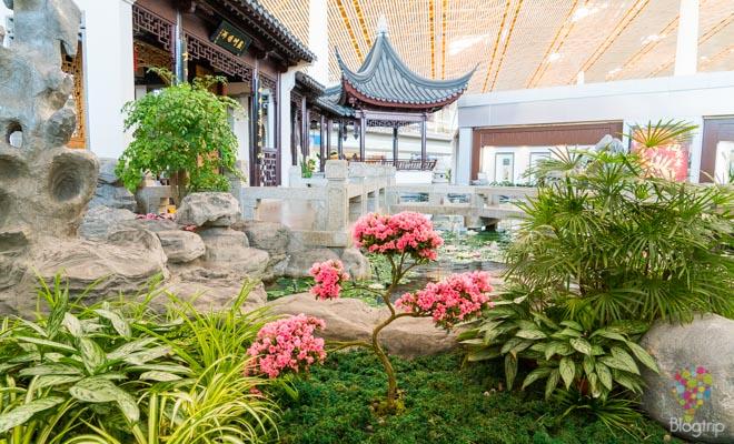 Jardín tradicional en China, aeropuerto de Pekín (Beijing)