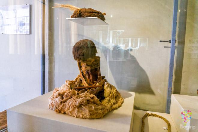 Momia infantil pueblo Nasca, museo regional de Ica