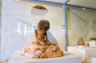 Momia de niño 8 años de la cultura Nasca Paracas, museo de Ica
