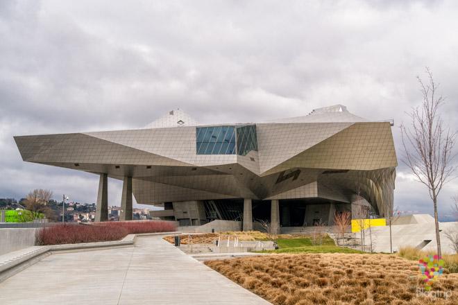 Nuevo museo de La Confluence en Lyon Francia