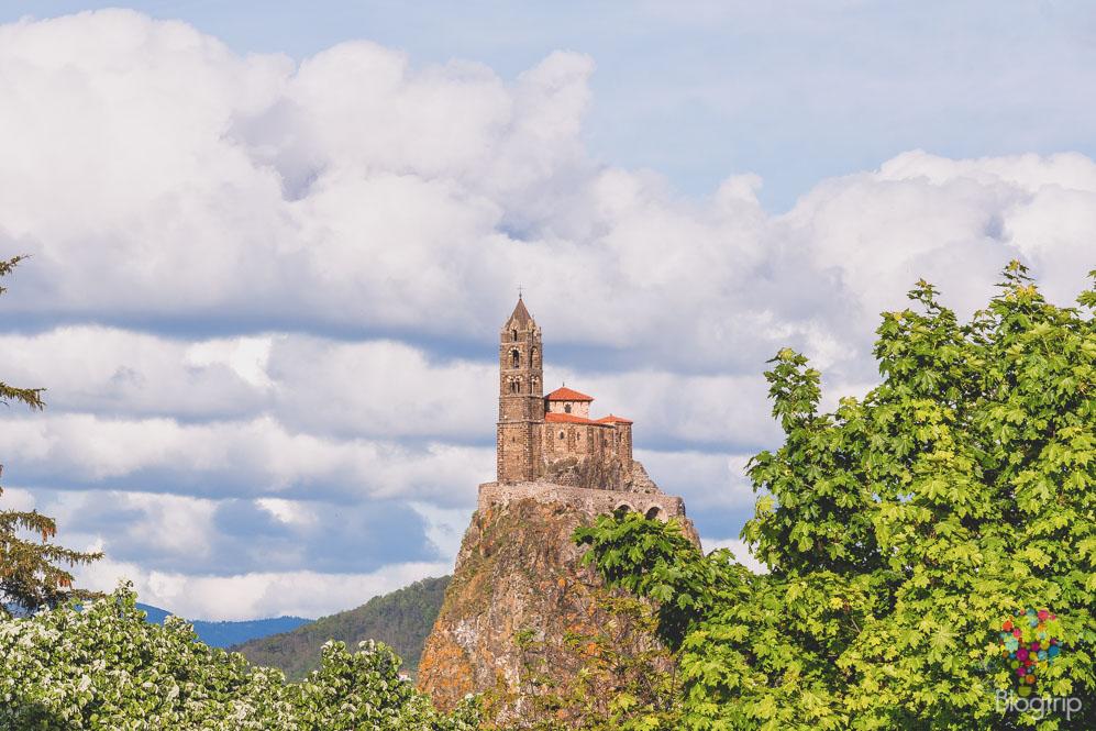 La iglesia de San Miguel de Aiguilhe puy en velay francia