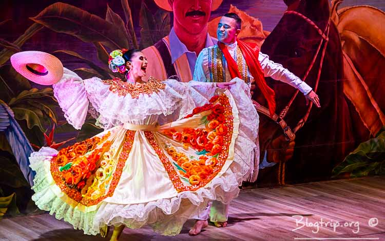 Visitar el parque Nacional del café en Colombia show danzas